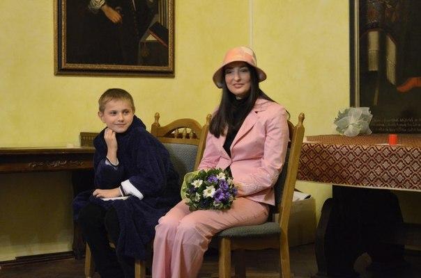 """Театралізований погляд на """"Оскара та рожеву пані"""""""
