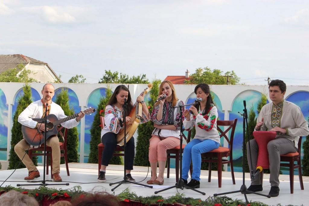 """гурт """"Морелі"""" під час виступу"""