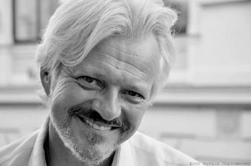 Олексій Кравчук: «У виставі ми піднімаємо дуже важливу на сьогодні тему – це обезличення людини»
